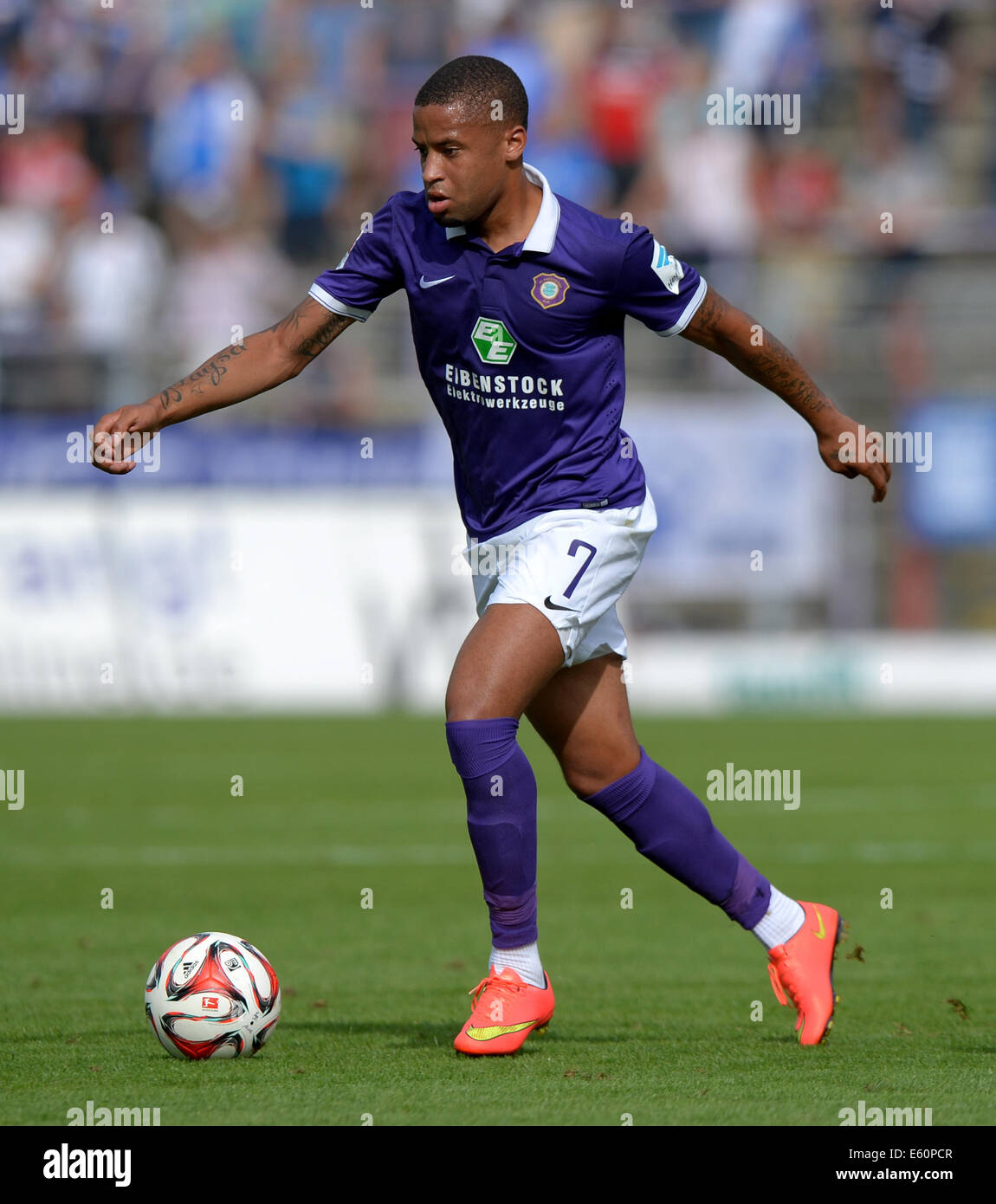 Aue, Germany. 09th Aug, 2014. Aue's Romario Kortzorg vies for the ball during the German second league soccer - Stock Image