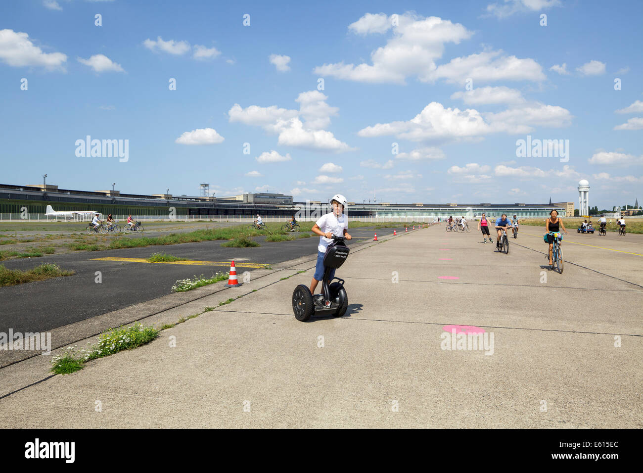 People doing various sports at Tempelhof Park, former Tempelhof airport, Berlin, Germany - Stock Image