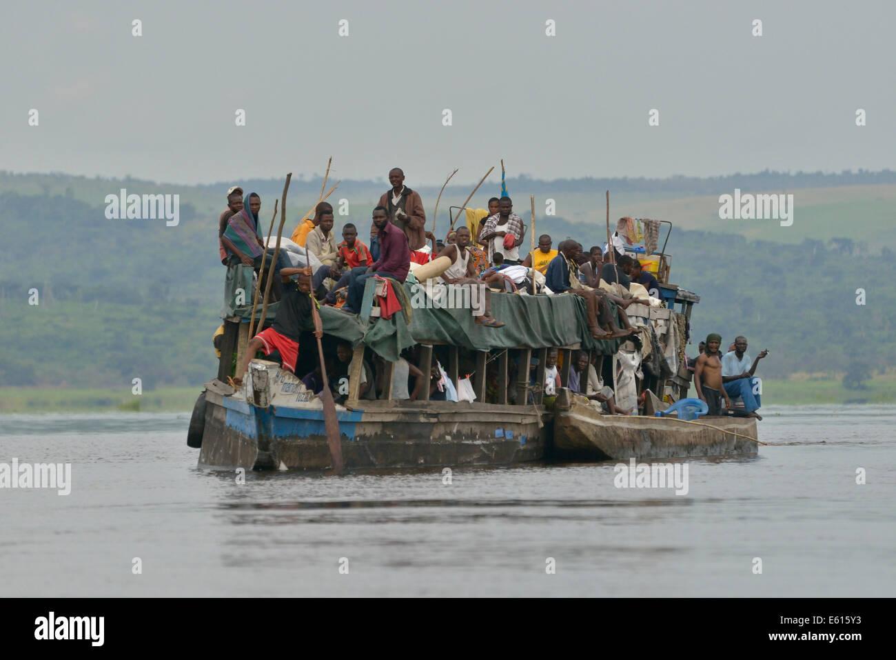 Overloaded boat on the Congo River, near Tshumbiri, Bandundu Province, Democratic Republic of the Congo - Stock Image