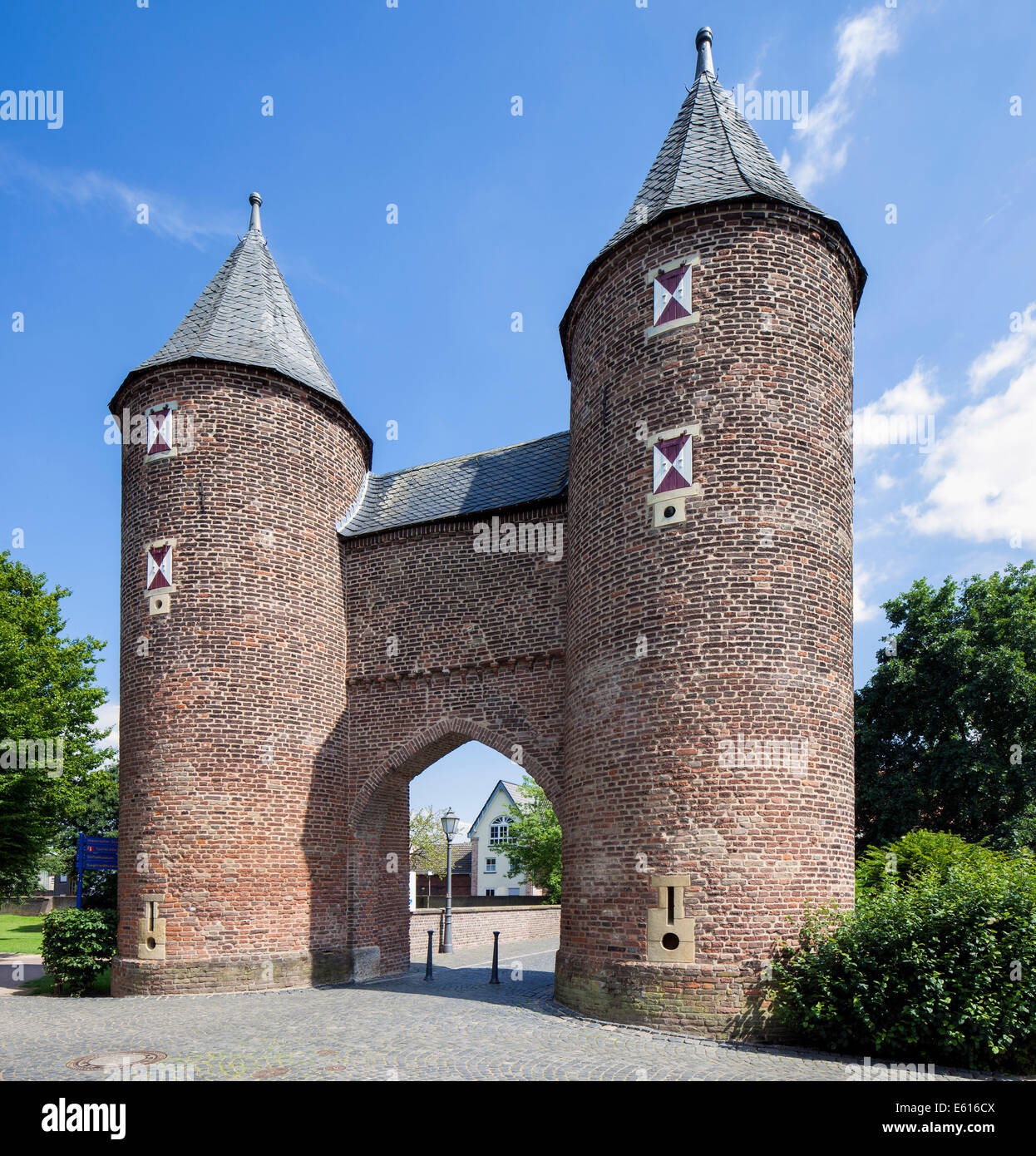 Klever Gate, northern gate of the medieval fortifications, Xanten, Lower Rhine, North Rhine-Westphalia, Germany - Stock Image