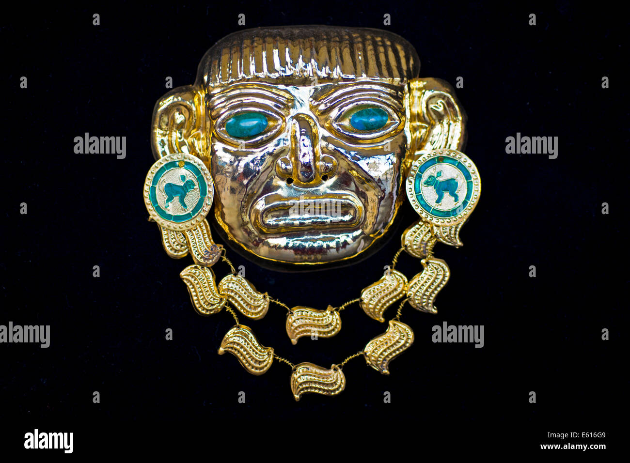 Golden pre-Columbian Inca mask, replica, sheet brass with semi-precious stones, souvenir, Cusco, Peru - Stock Image