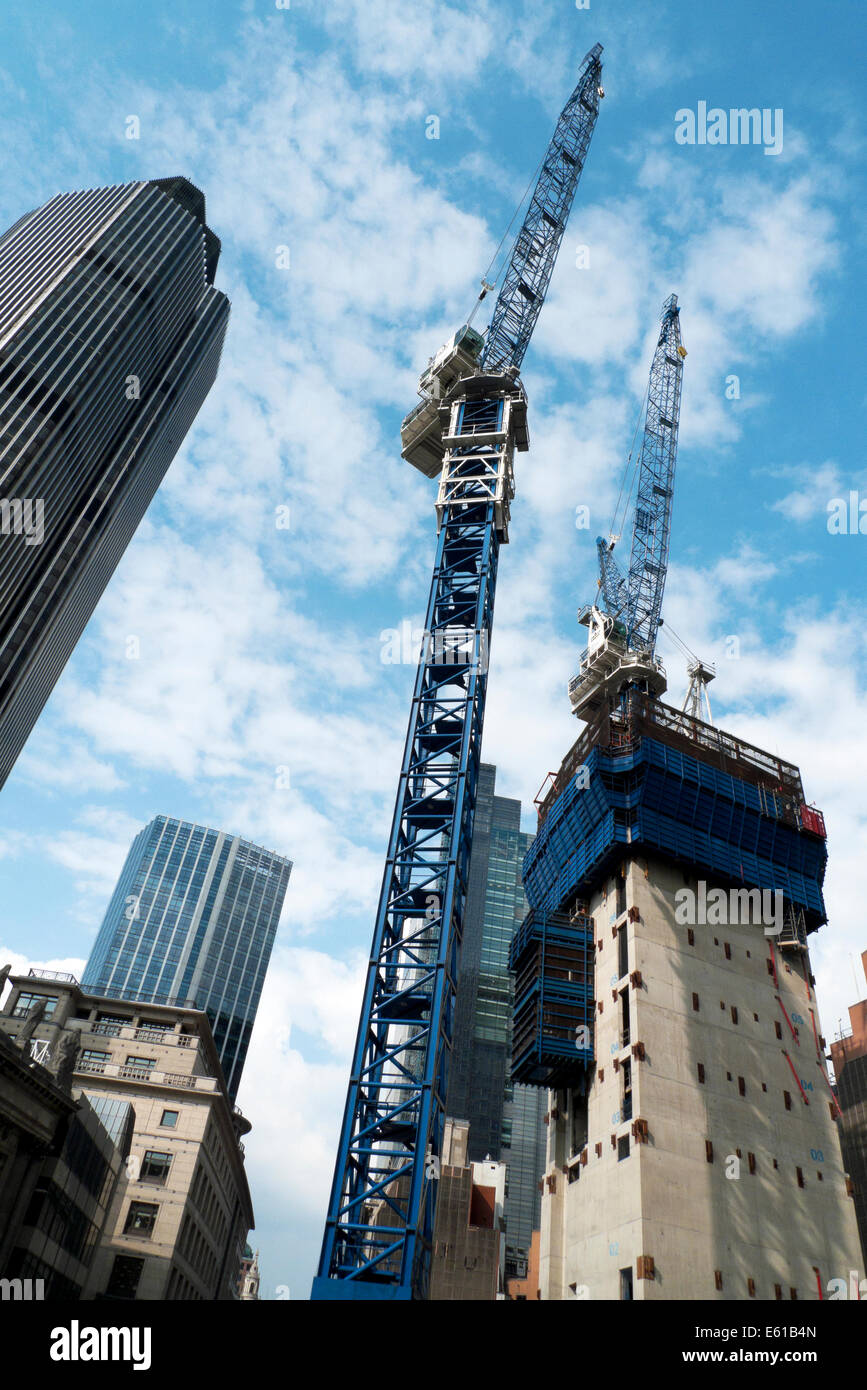 Vertical view of cranes and core at the Pinnacle building construction site on Bishopsgate in the City of London - Stock Image
