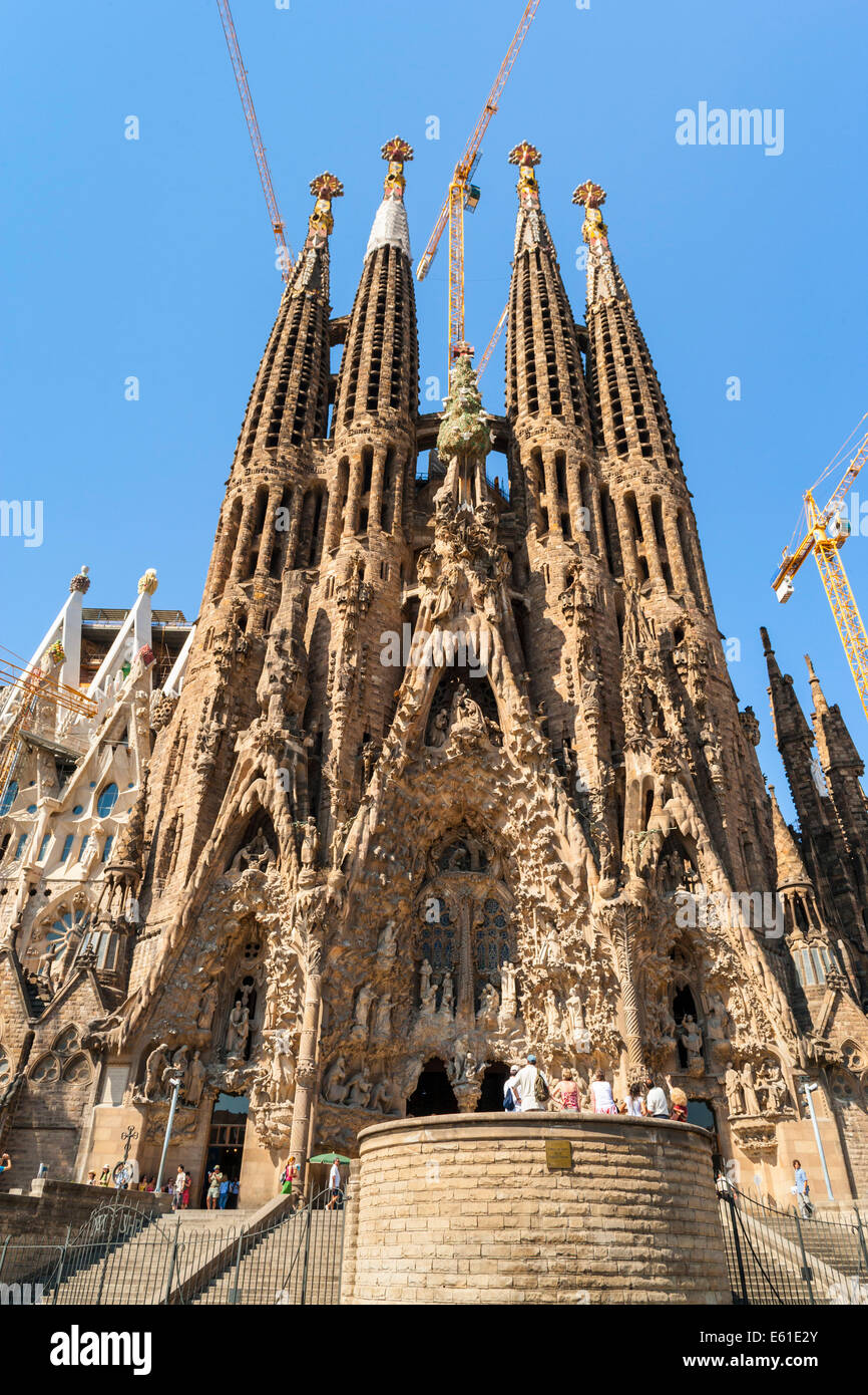 La Sagrada Familia Antoni Gaudi S Renowned Unfinished Church In