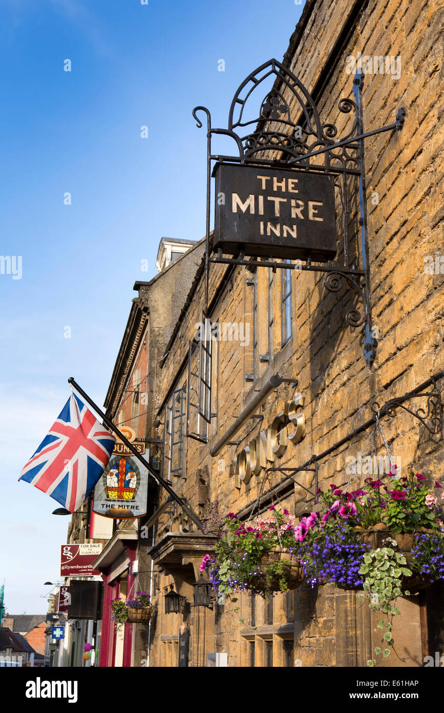 UK England, Dorset, Shaftesbury, High Street, Mitre Inn - Stock Image