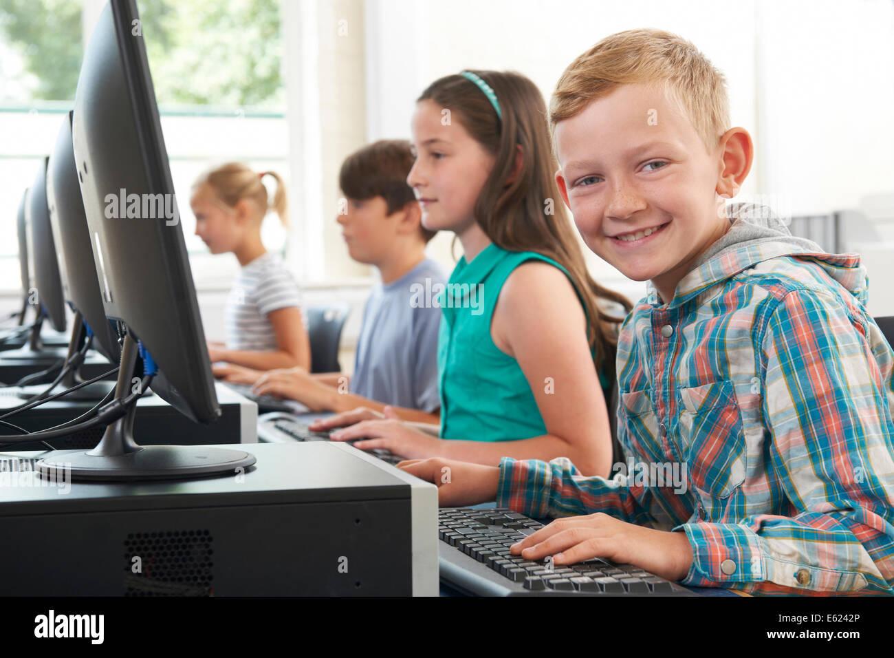 Group Of Elementary School Children In Computer Class - Stock Image