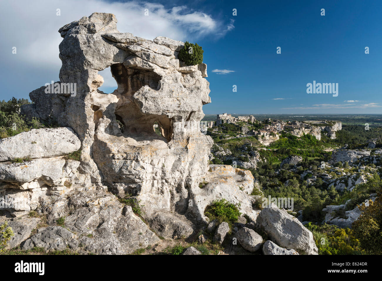 Rock formation in the Regional Natural Park of the Alpilles, Les Baux-de-Provence with castle ruins at the back - Stock Image