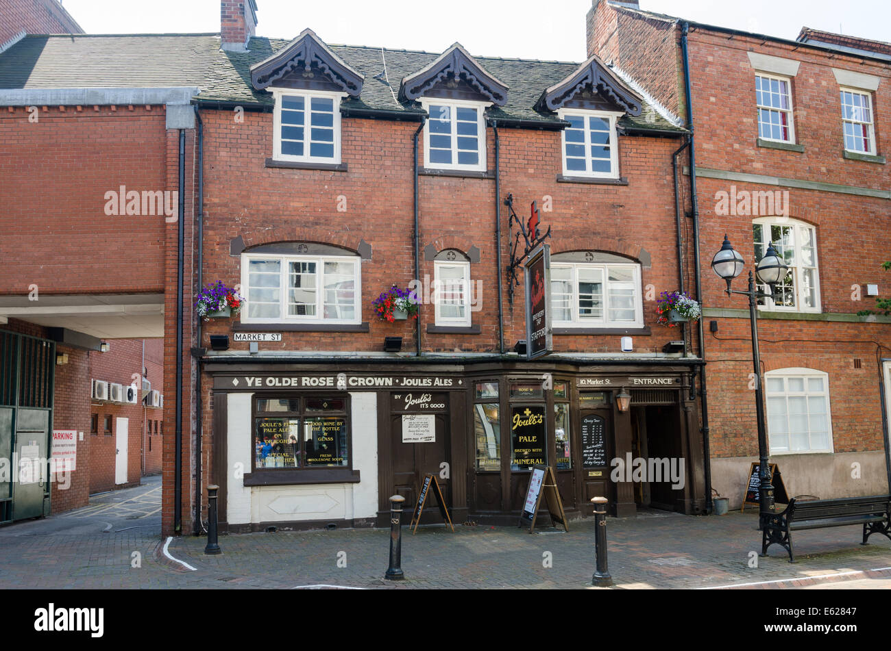 Ye Olde Rose and Crown public house in Market Street, Stafford run by Joule's Brewery - Stock Image