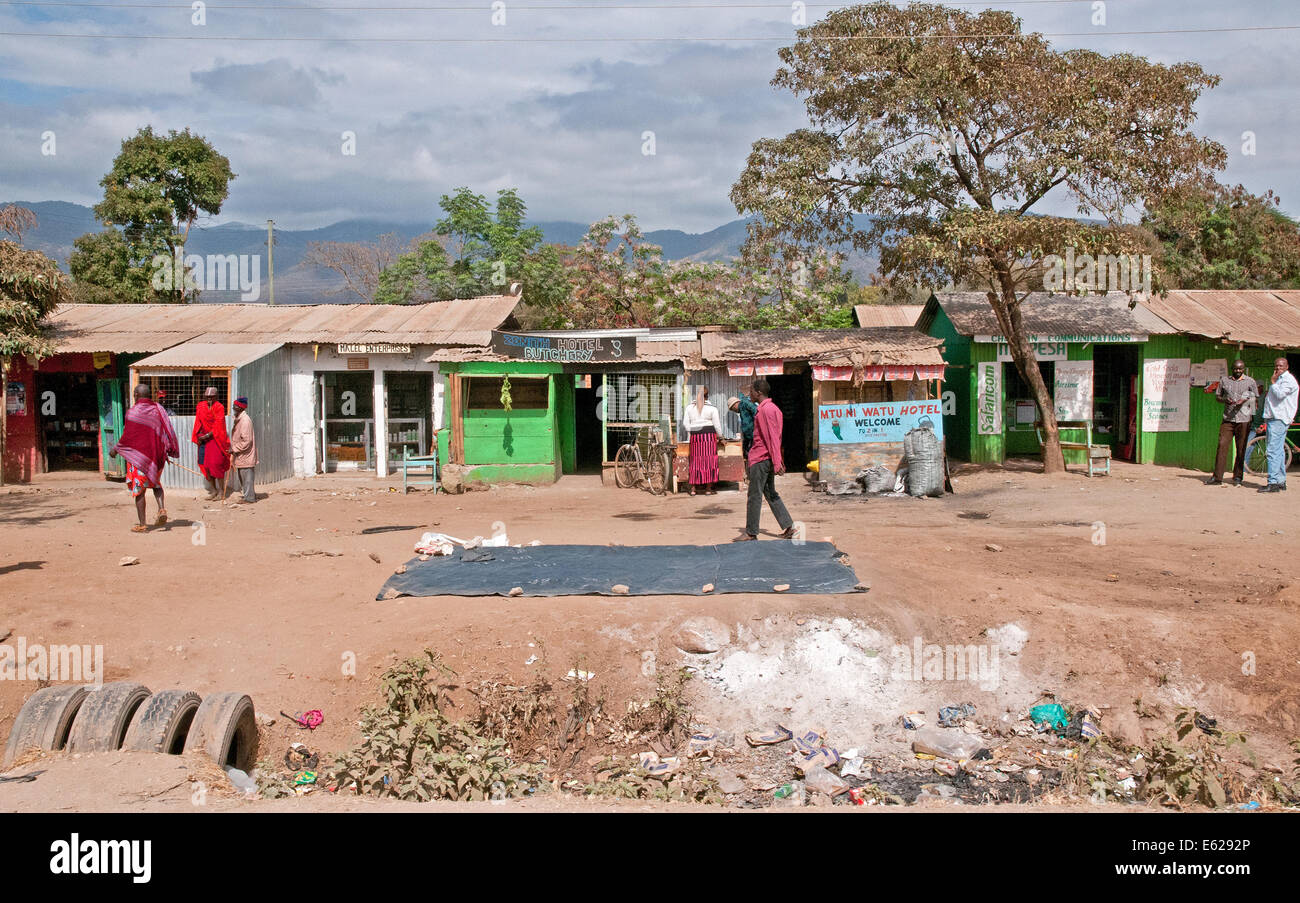 Third world corrugated iron shacks and roadside shops duka butchery hotel safari.com on Namanga Nairobi road Kenya - Stock Image