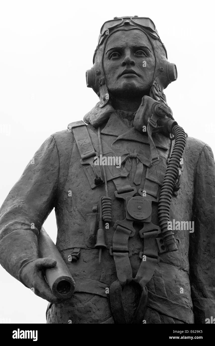 RAF North Coates Bomber Command Memorial Statue, Pier Gardens, Cleethorpes, South Humberside, Lincolnshire, England, - Stock Image