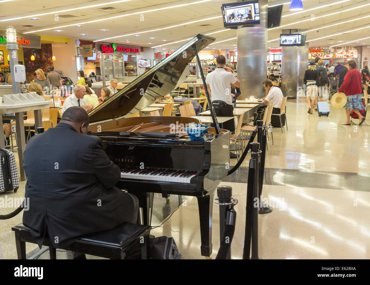 jazz piano player, Hartsfield-Jackson Atlanta International Airport, Georgia, USA - Stock Image