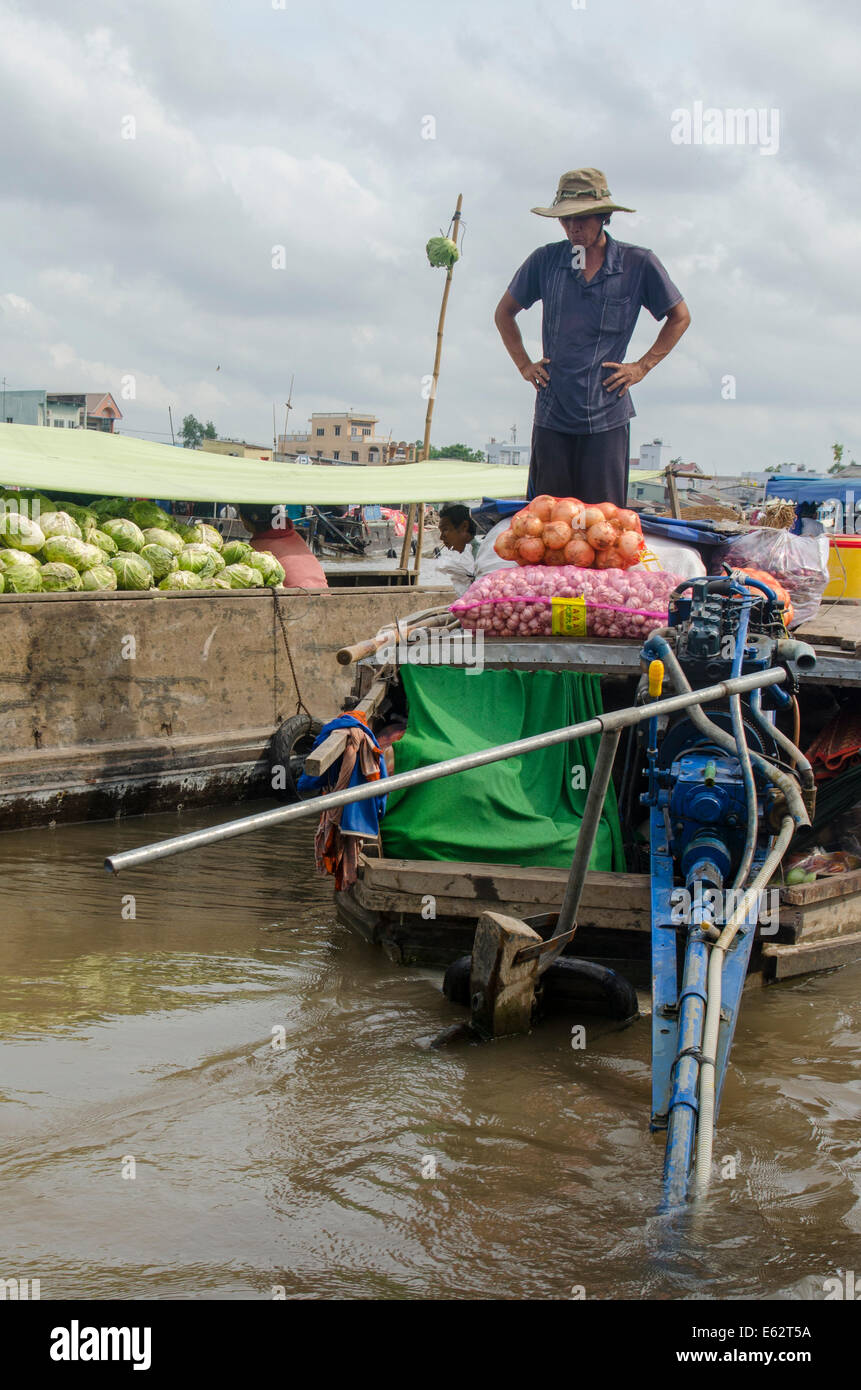 Man selling vegetables, Can Rang floating market, Can Tho, Vietnam - Stock Image