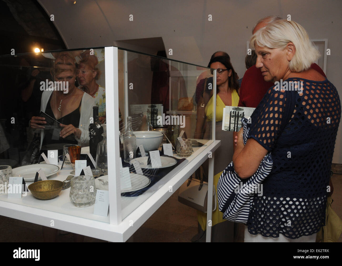 (140812) -- PULA, Aug. 12, 2014 (Xinhua) -- Visitors look at the displays during an exhibition marking the 100th - Stock Image