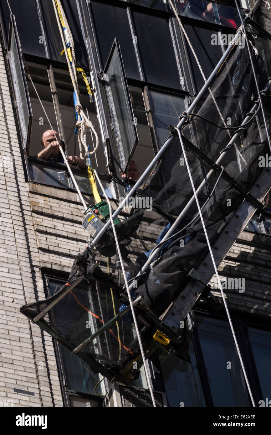 Manhattan, New York. Rescue workers attempt to retrieve a collapsed scaffold. The  workers were rescued harmlessly. - Stock Image