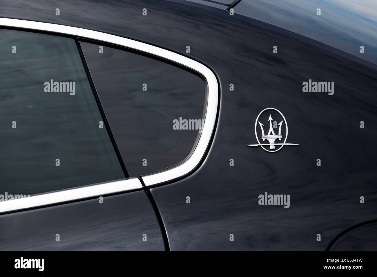 Trident Car Logo >> Maserati Quattroporte Trident Badge Logo On Side Of The Car Stock
