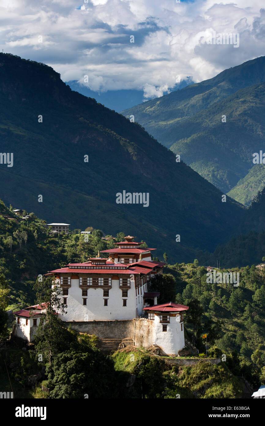 Eastern Bhutan, Lhuentse, Rinchentse Phodrang Dzong high above Kuri Chuu Valley - Stock Image