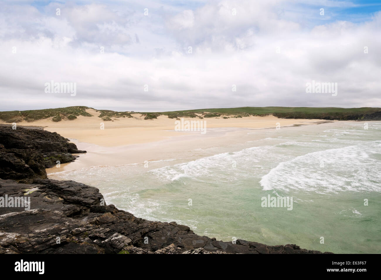 View to empty sandy Traigh Shanndaigh beach in Cunndal Bay. Eoropie Isle of Lewis Outer Hebrides Western Isles Scotland - Stock Image