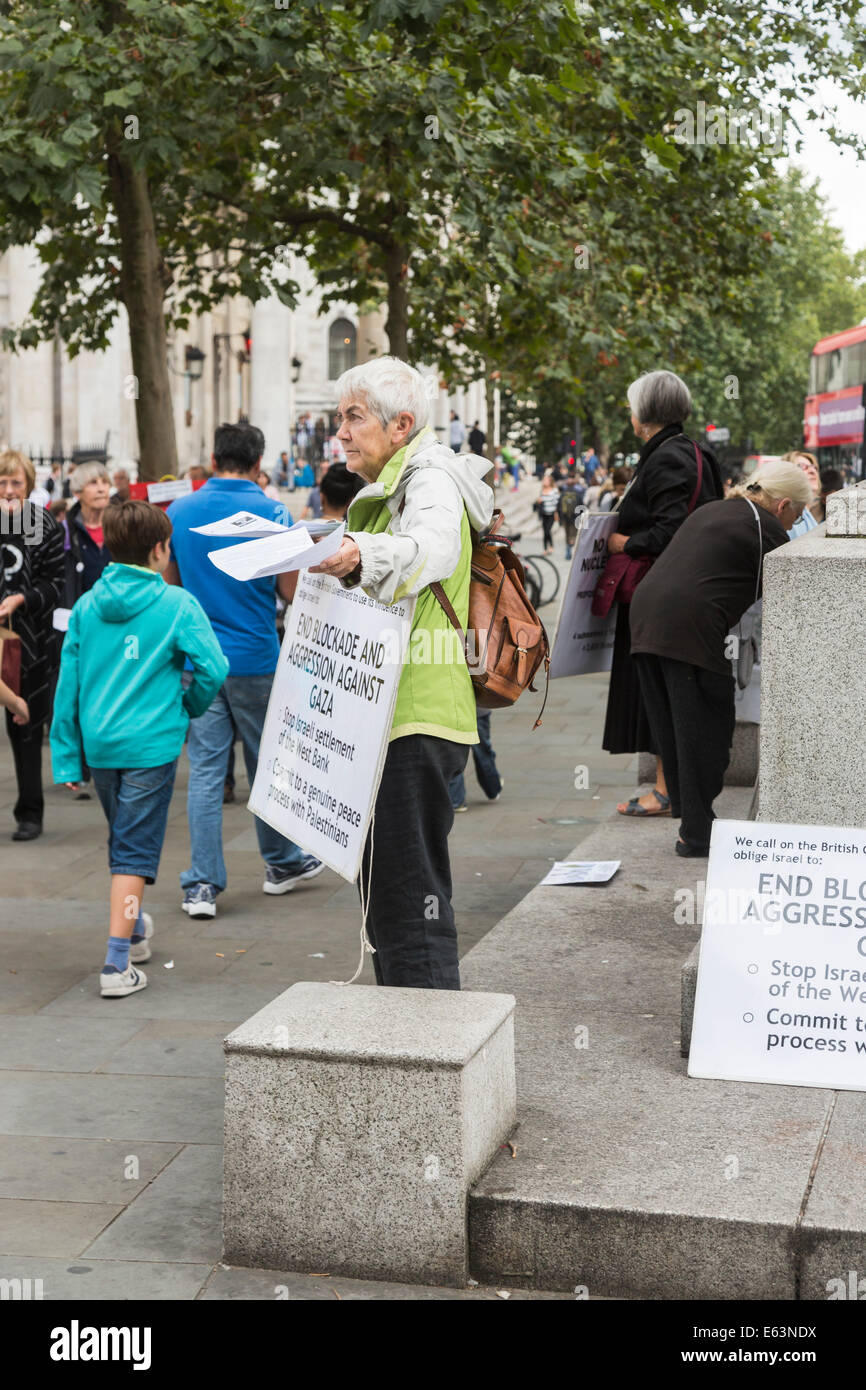 London, UK. 13th Aug, 2014. Women describing themselves as 'Women In Black Against Militarism And War' hand out Stock Photo