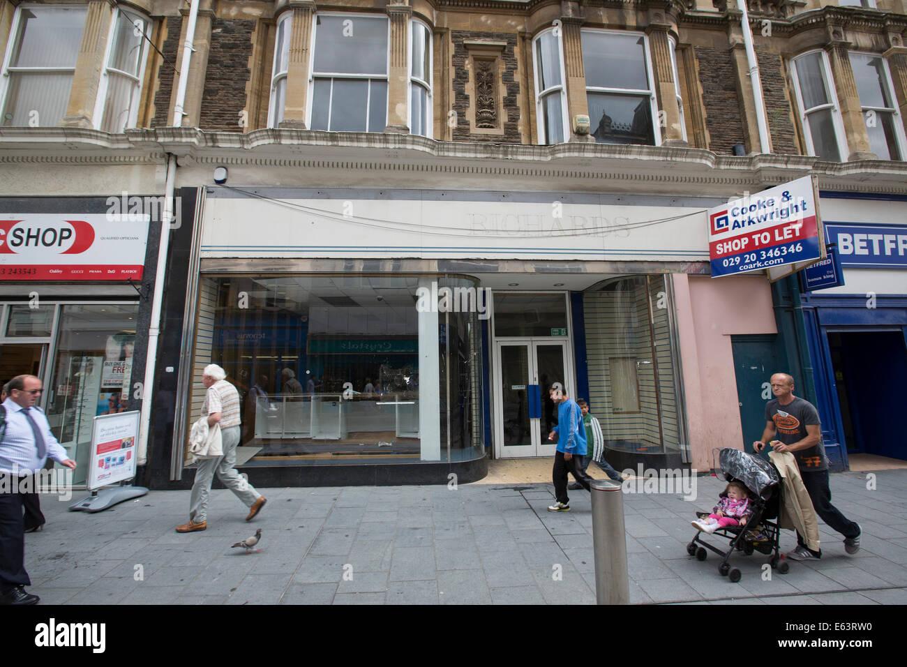 An empty shop unit on Commercial Street, Newport City Centre.  Pic: James Davies. - Stock Image