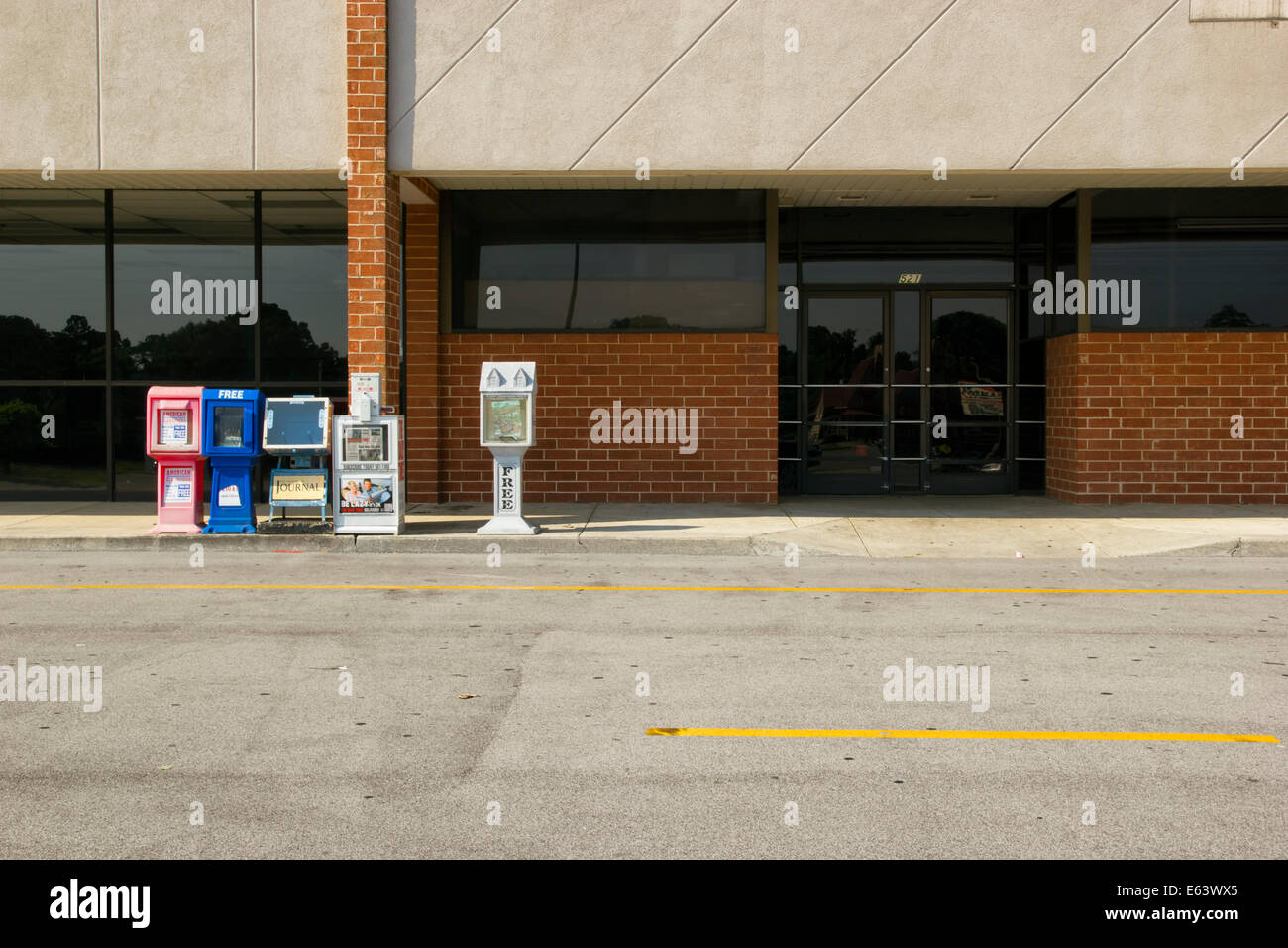An empty storefront in an abandoned strip mall. - Stock Image