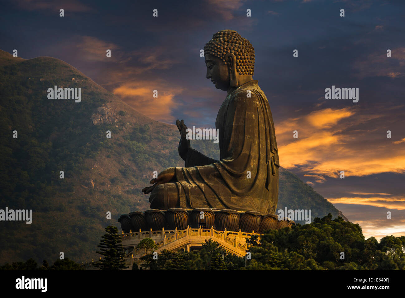 Tian Tan Buddha statue, Lantau Island, Hong Kong, China - Stock Image