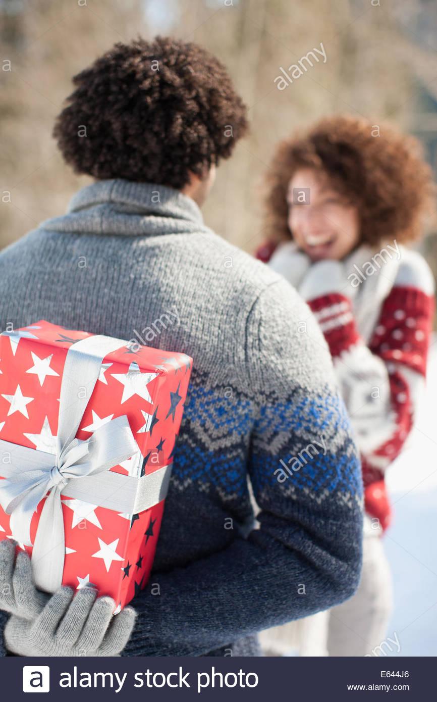 Man giving woman gift - Stock Image