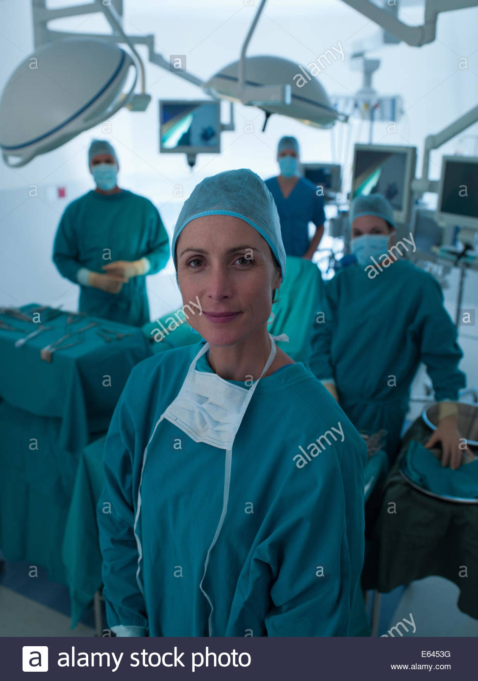 Surgeons standing in operating room - Stock Image