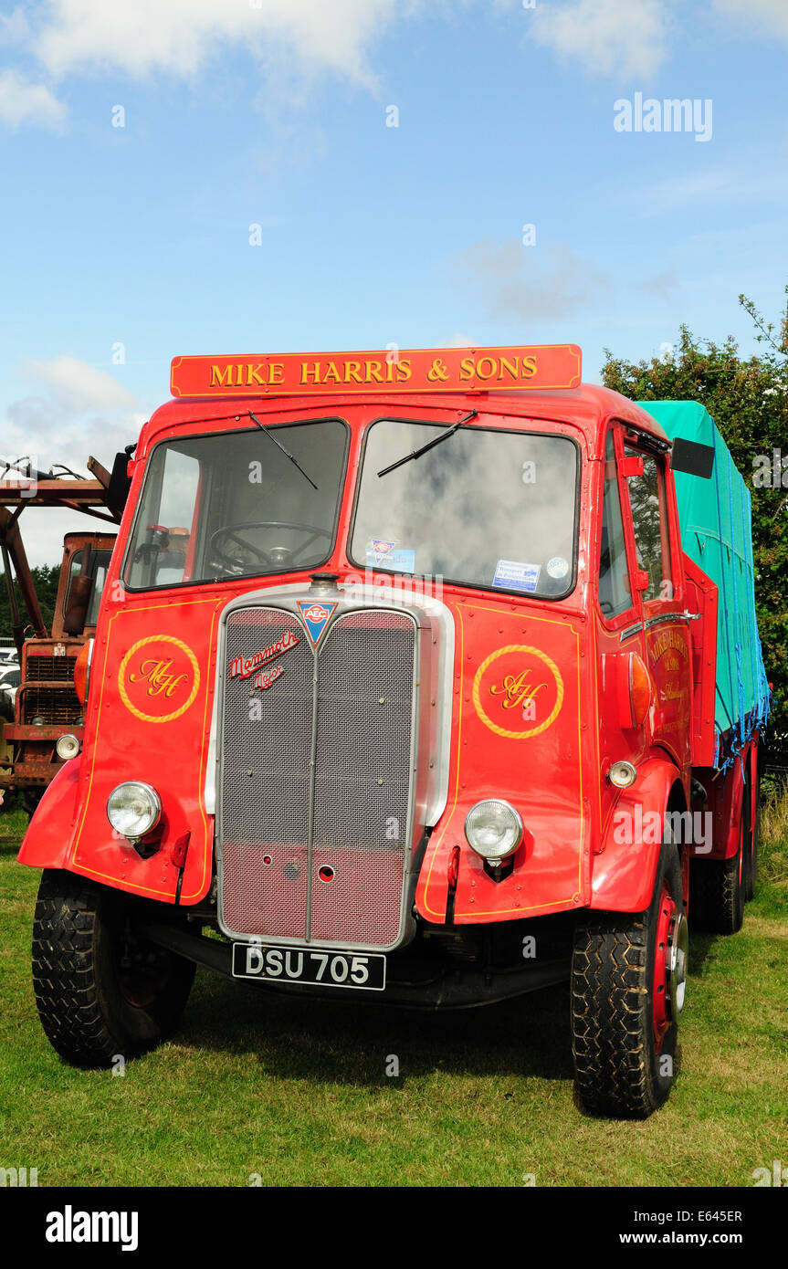 Vintage red AEC mammoth major lorry - Stock Image