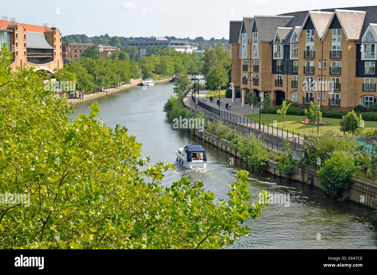 Maidstone, Kent, England. River Medway, new housing and pleasure boat in the town centre - Stock Image