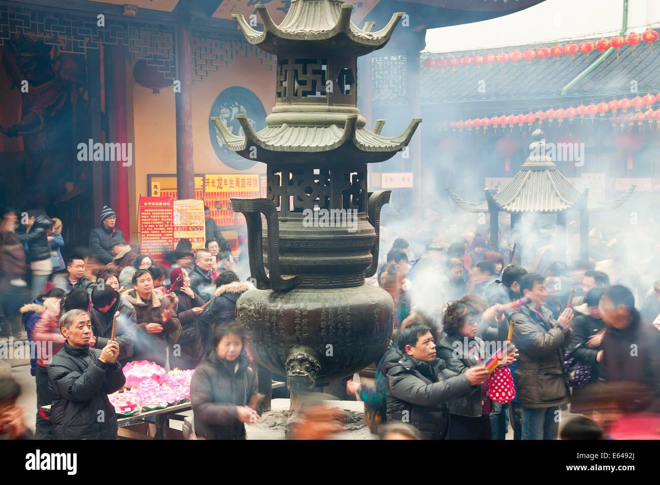 Burning incense, Jade Buddha Temple, Shanghai, China - Stock Image