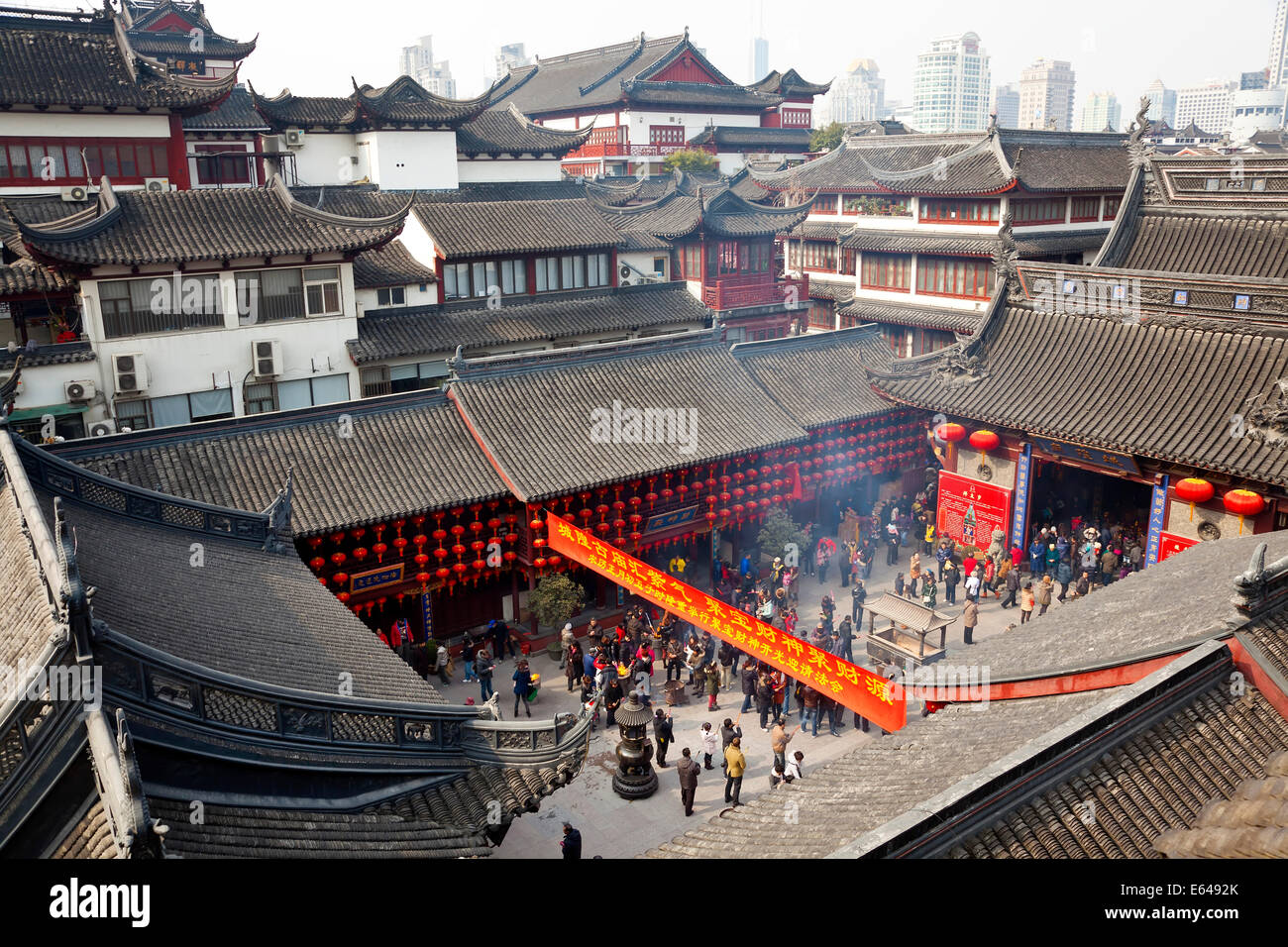 Temple, Yuyuan Gardens, Shanghai, China - Stock Image