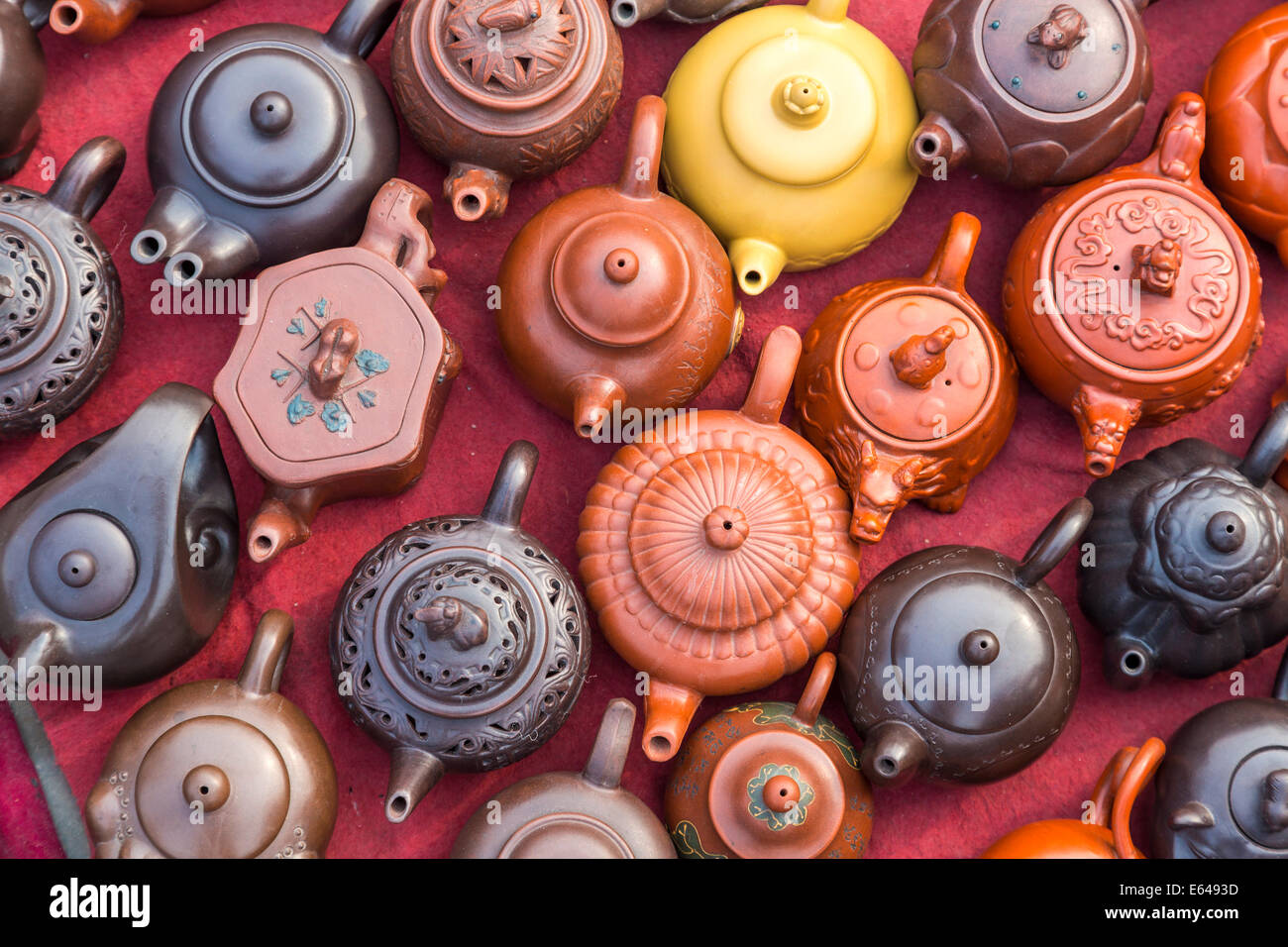 Panjiayuan Antique Market is Beijing's biggest and best-known arts, crafts, and Chinese antiques market, Beijing, - Stock Image