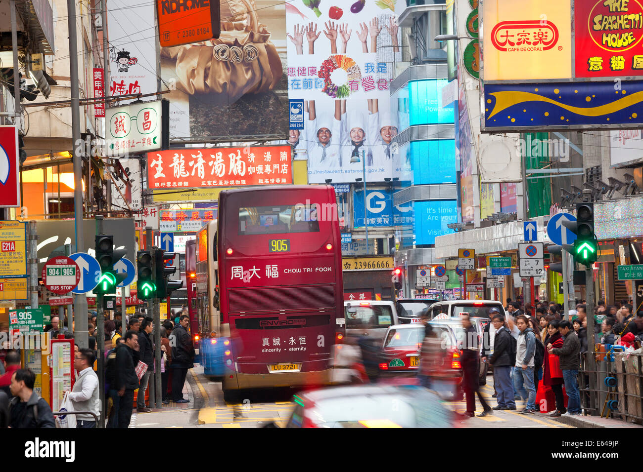 Shopping area and busy street crossing nr Fa Yuen St Market, Hong Kong, China - Stock Image