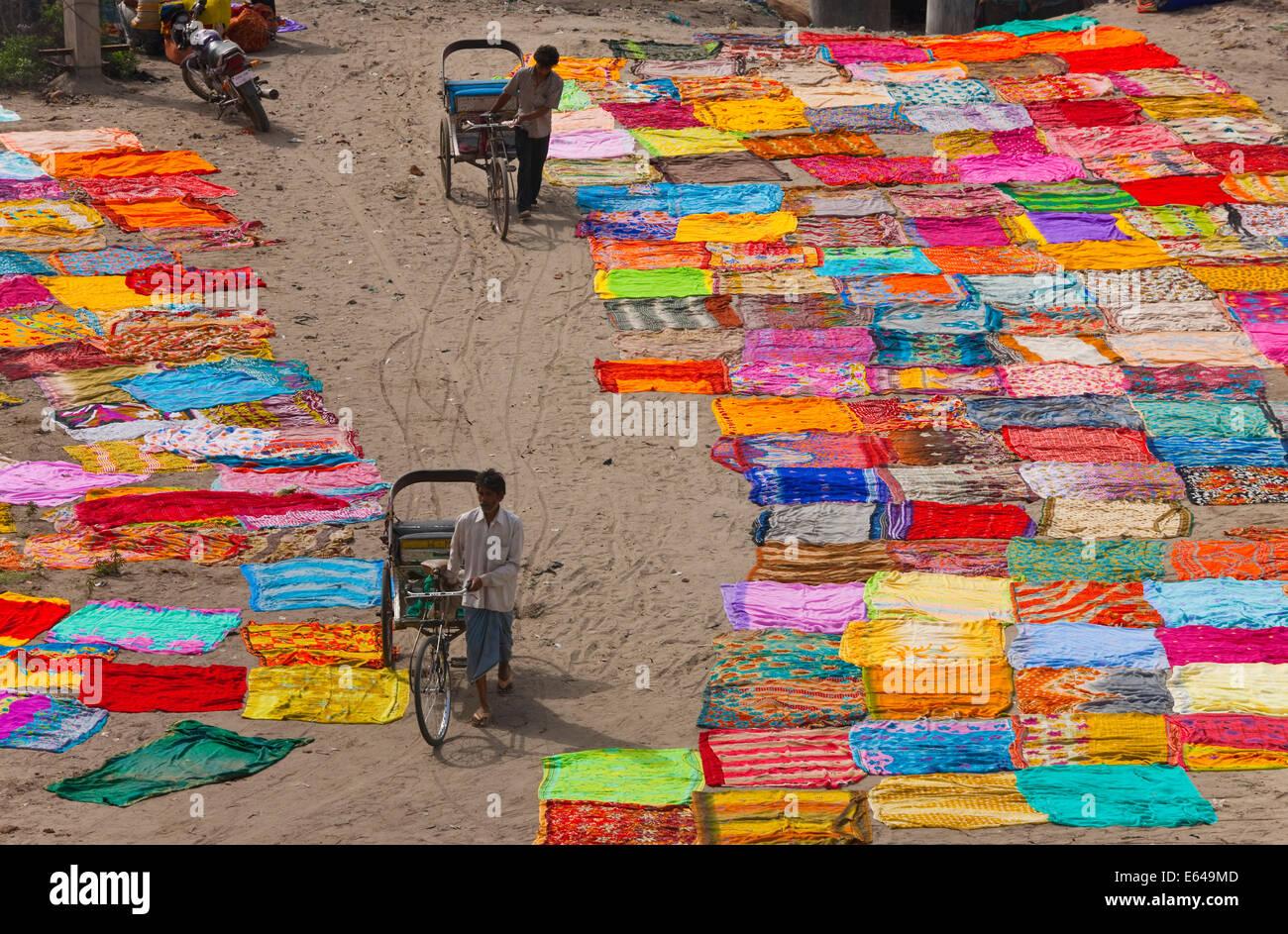 Drying sari's after washing on banks of River Yamuna, Agra, India - Stock Image