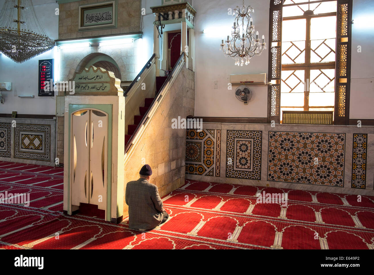 Man praying, Al-Husseiny mosque, (King Hussein) in downtown Amman, Jordan. - Stock Image