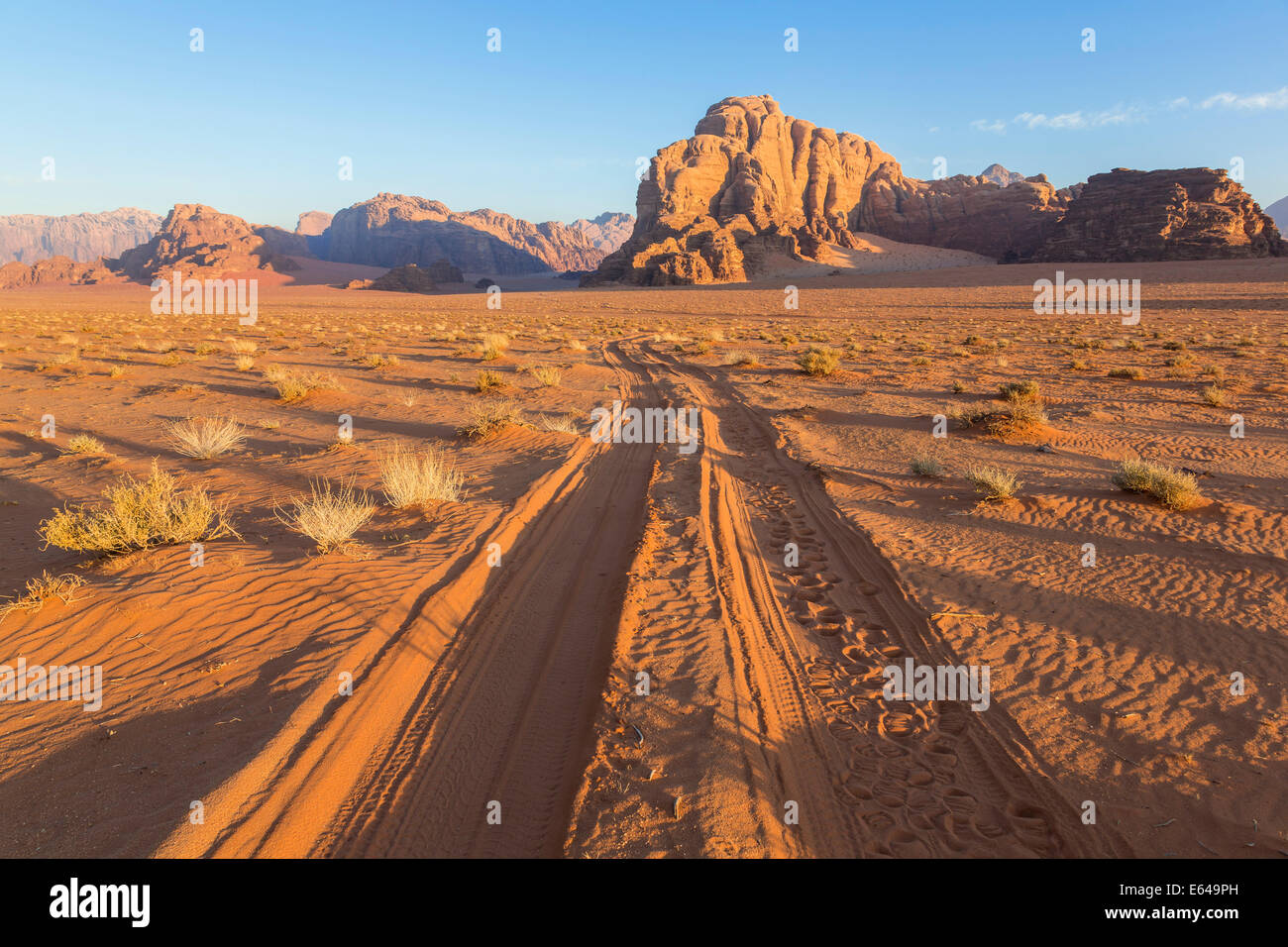 Tracks in the desert, Wadi Rum, Jordan - Stock Image