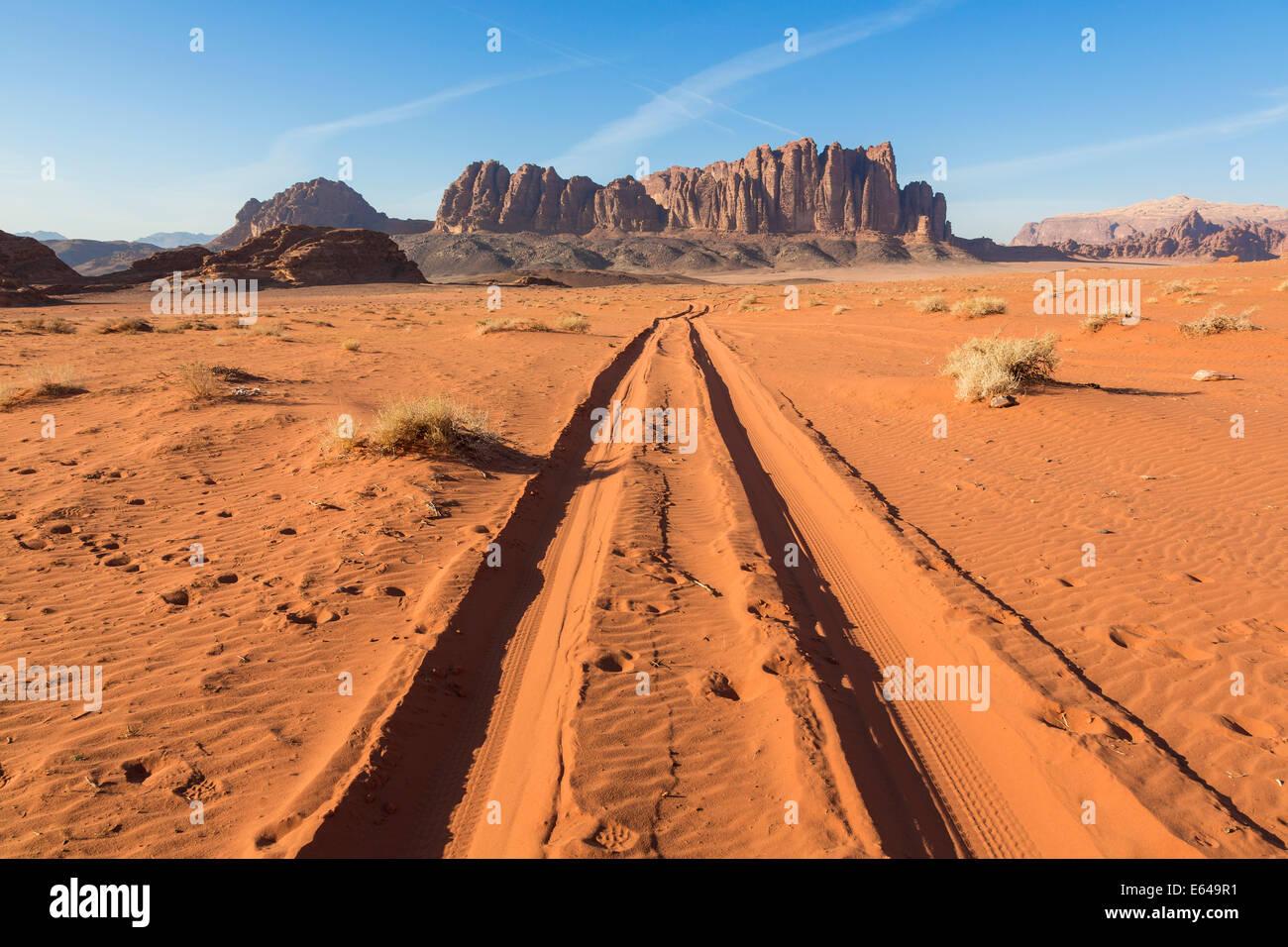 Tracks in the desert, Wadi Rum, Jordan Stock Photo