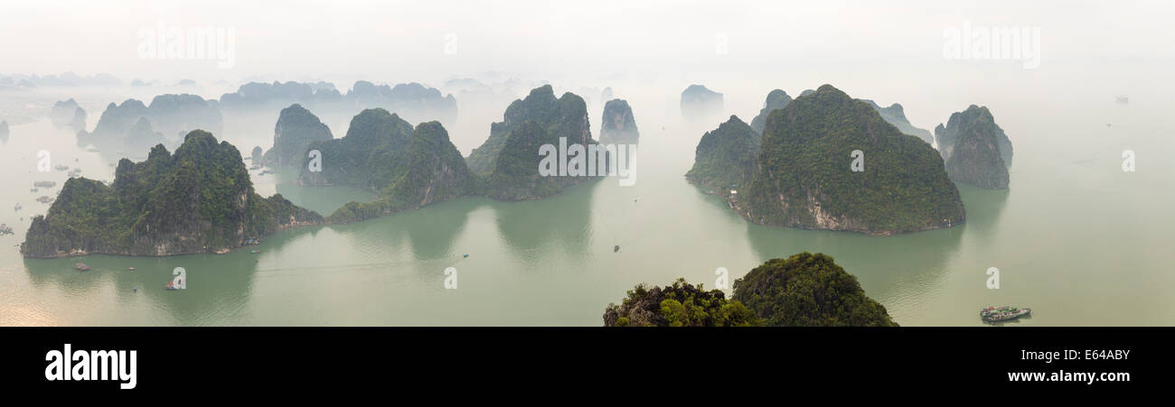 View over misty Ha Long Bay, north Vietnam - Stock Image