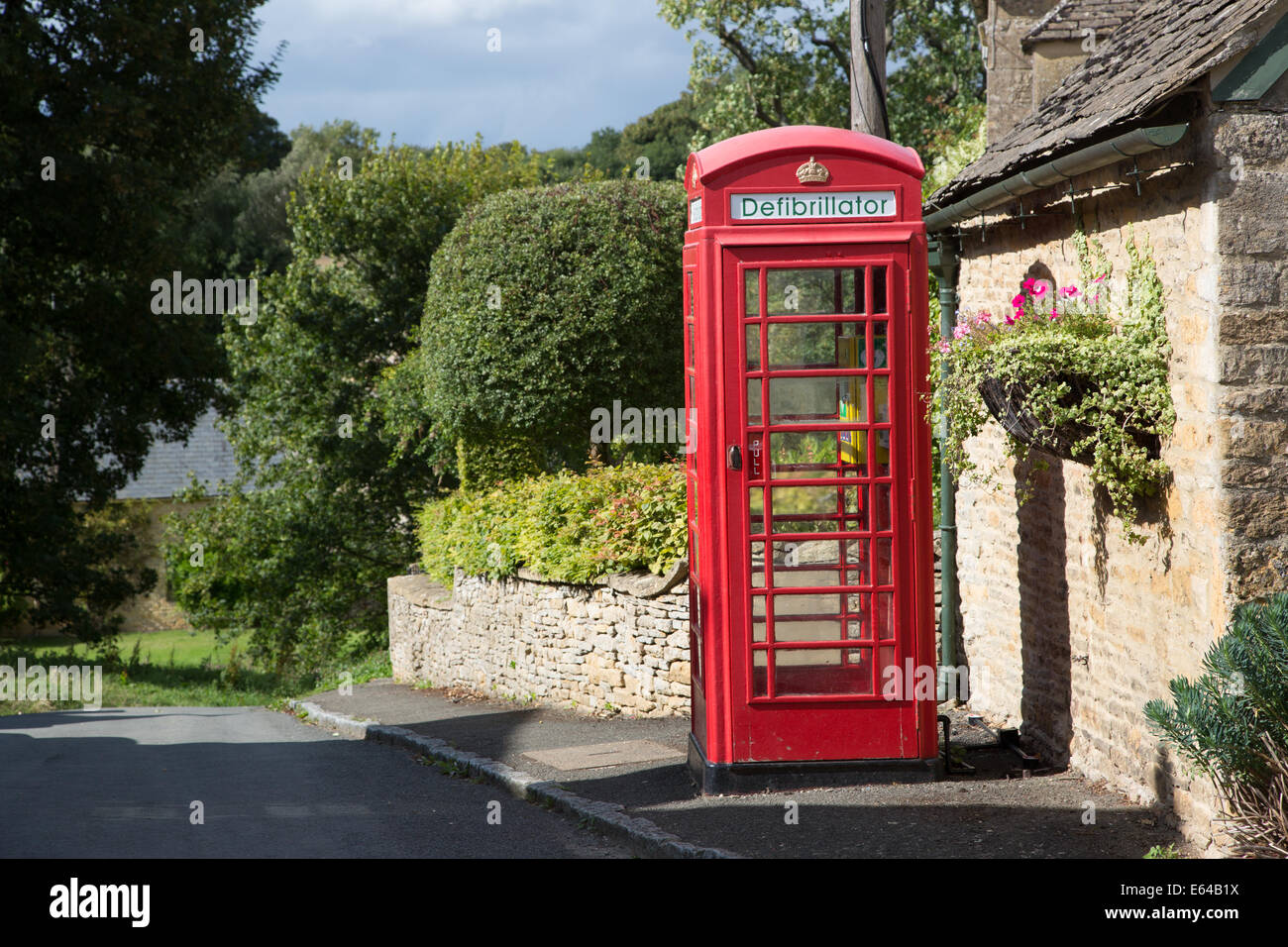 Telephone kiosk now housing a defibrillator - Stock Image