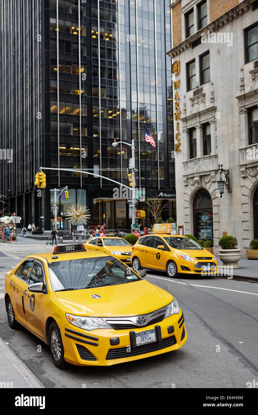 Yellow Medallion taxi cabs in Manhattan. New York, USA. - Stock Image