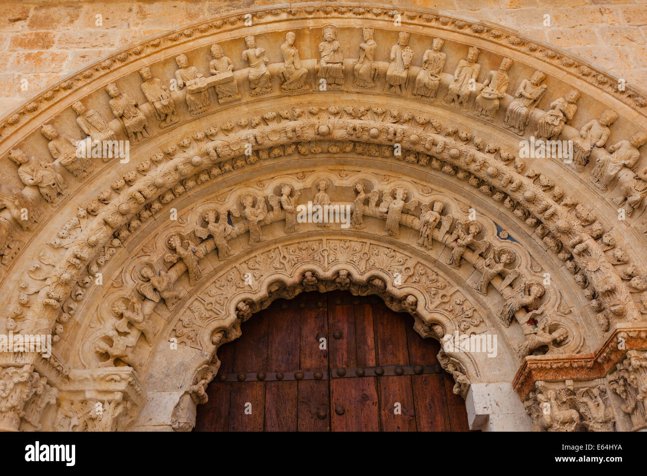 closeup view of romanesque archivolts and voussoir detail from the collegiate church of the town of Toro in Zamora - Stock Image
