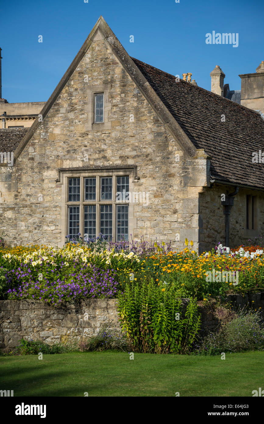 Country cottage in War Memorial Garden at Christ Church College, Oxford, England, UK - Stock Image