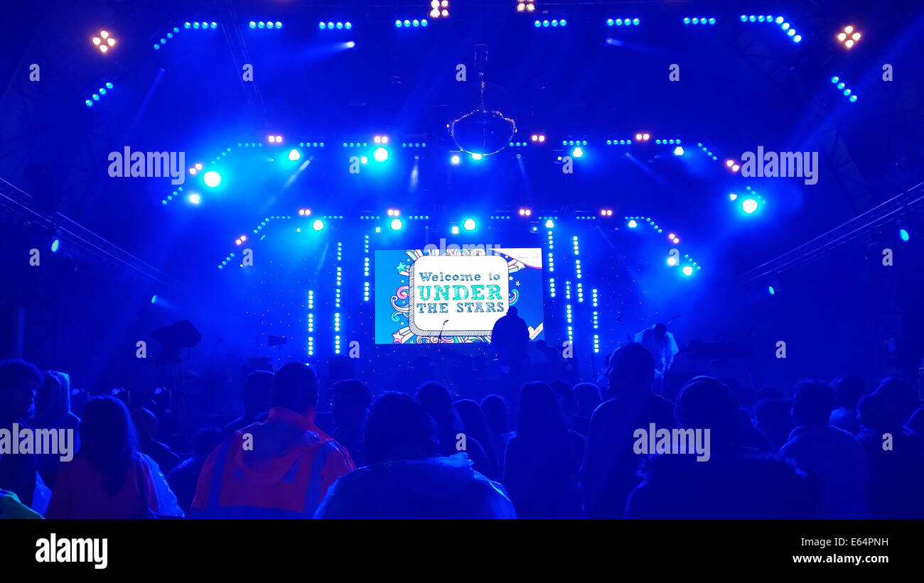 Under the stars banner projected on stage ahead of the Sister Sledge performance. Credit: David Mbiyu/ Alamy Live - Stock Image
