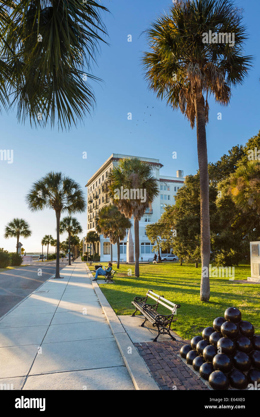 White Point Garden and Fort Sumter House (former hotel now condos), Murray Boulevard, Charleston, South Carolina, - Stock Image