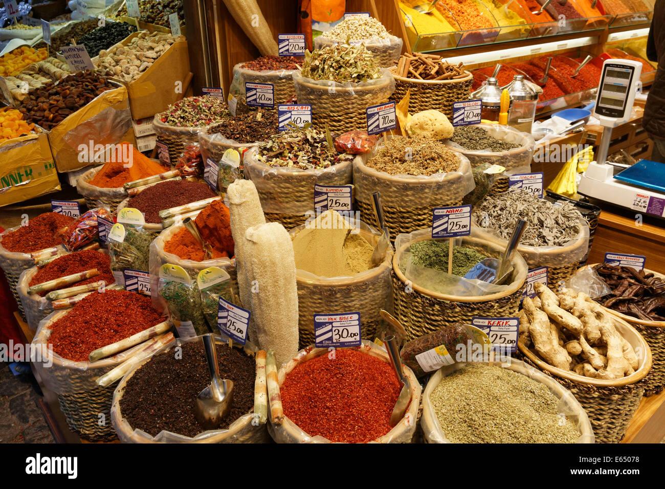 Misir Çarşısı, Egyptian Bazaar or Spice Bazaar, Eminönü, Istanbul, European side, Turkey - Stock Image