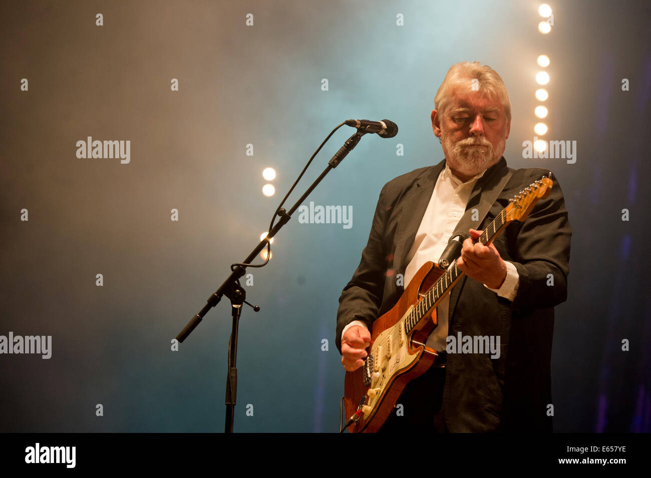 Simon Nicol at Cropredy Festival - Stock Image