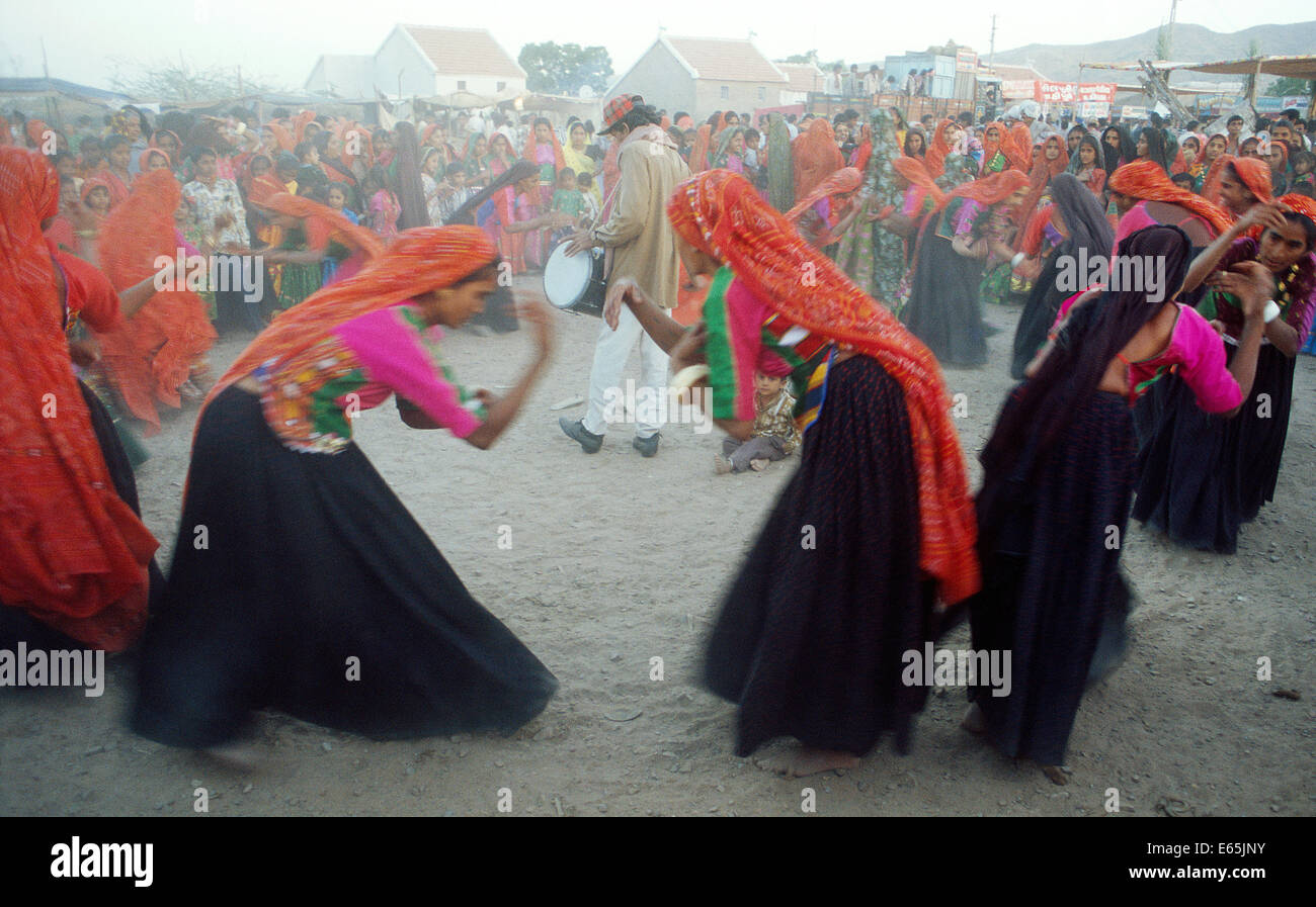 Hindu women performing a traditional dance during a religious festival. They belong to the Ahir caste ( India) - Stock Image