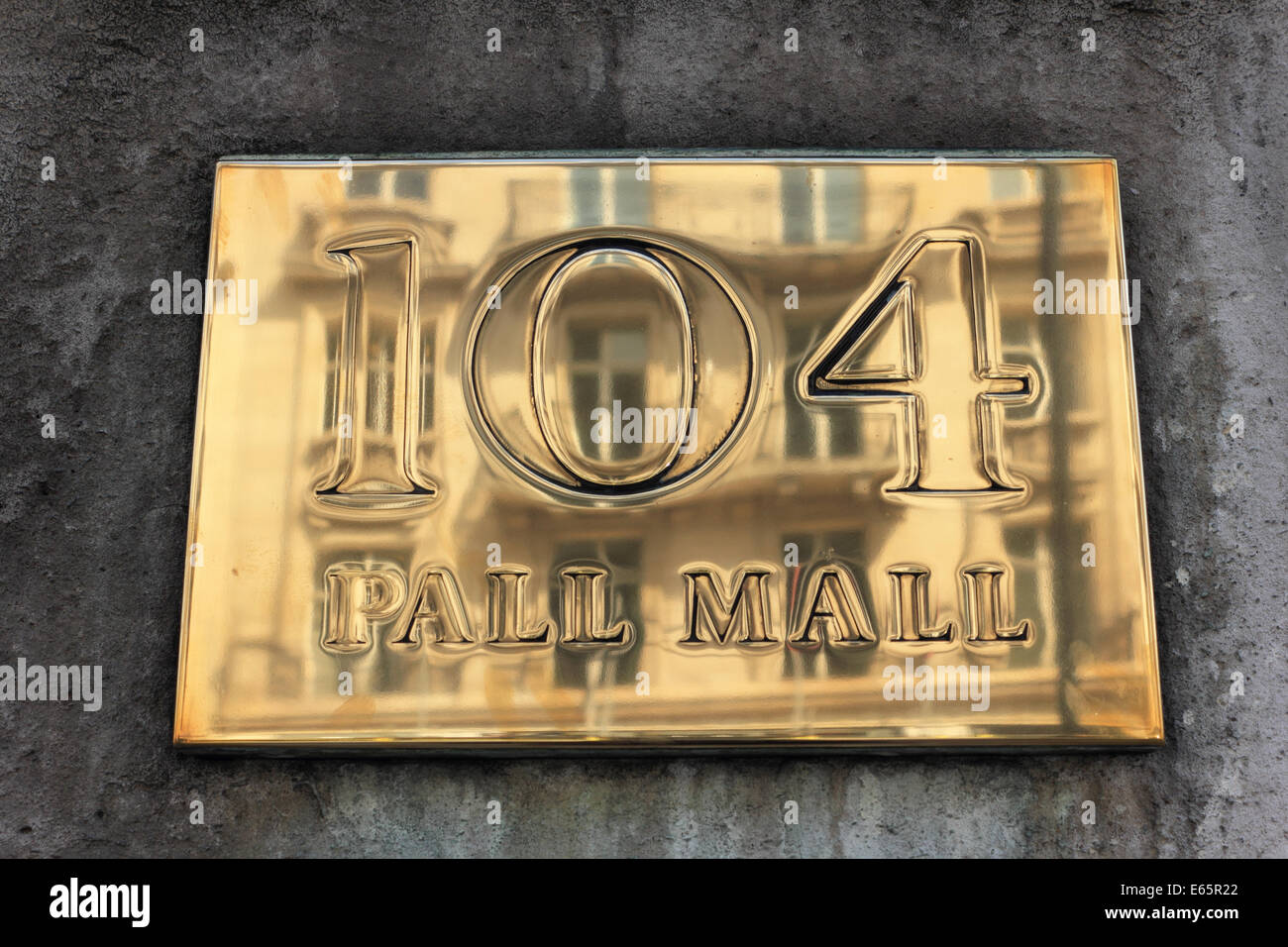 Polished brass door plaque at 104 Pall Mall London England UK - Stock & Brass Plaque Door Stock Photos u0026 Brass Plaque Door Stock Images - Alamy