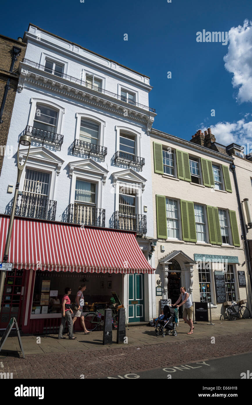 Houses and shops in King's Parade Street, Cambridge, England, UK - Stock Image
