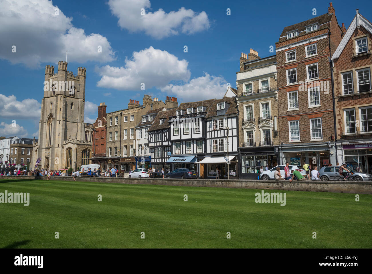 Row of houses and shops in King's Parade Street, Cambridge, England, UK - Stock Image