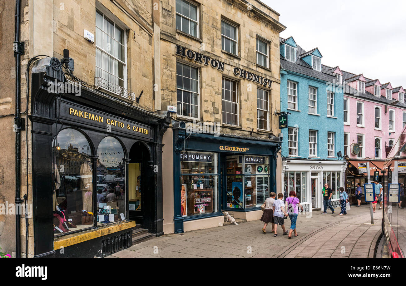 Town centre view, with attractive period buildings, shops and shoppers, Cirencester, Cotswolds, Gloucestershire, - Stock Image